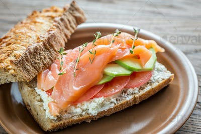 Sandwich with salmon, avocado and tomatoes