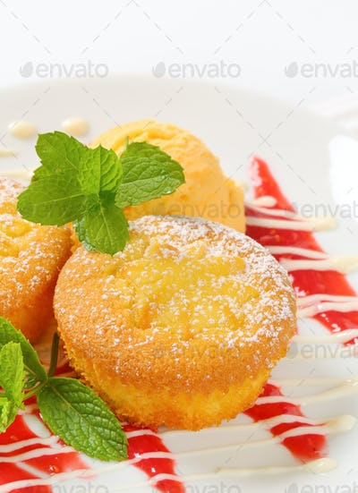 Lemon cupcakes with ice cream