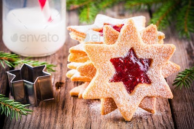 Christmas Linzer cookies with raspberry jam