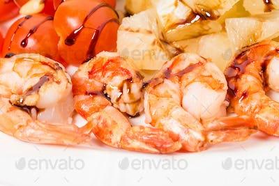 Jumbo shrimp salad with tomatoes.