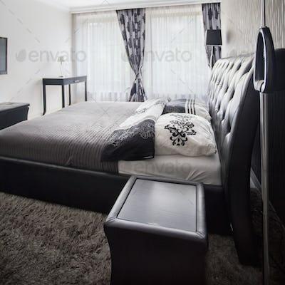 Spacious and tasteful bedroom