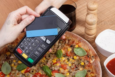 Using payment terminal with contactless credit card for paying