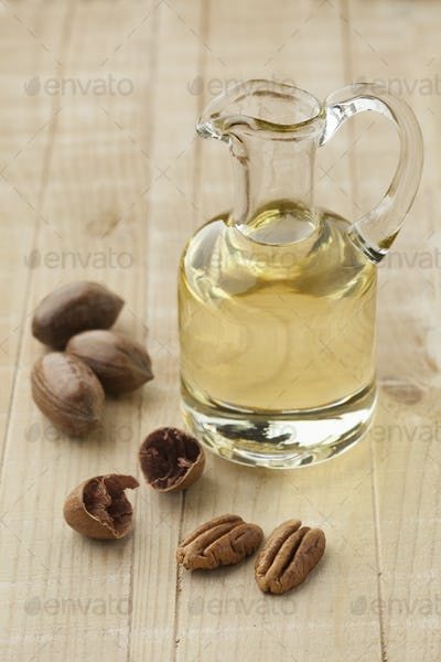 Glass can with pecan oil