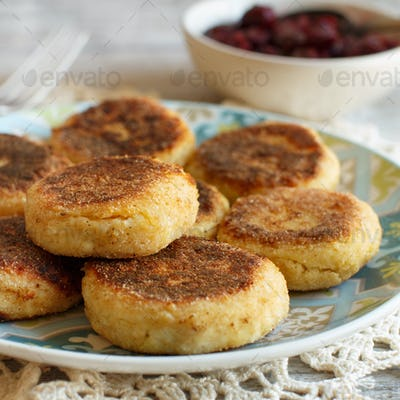 Cheese pancakes with jam