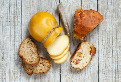 Scamorza and homemade bread