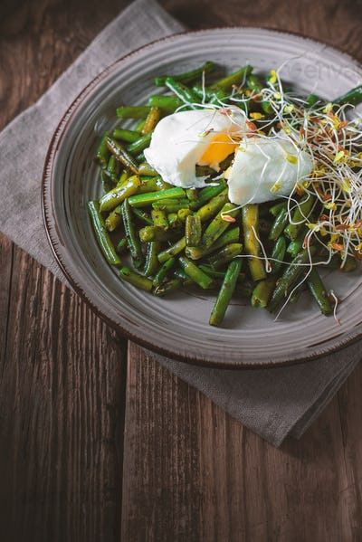 Salad with green beans, flax and quail eggs