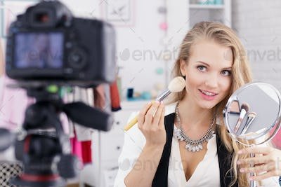 Make up vlogger with mirror