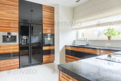 Kitchen with black marble worktop