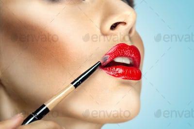 Lips like magnet.