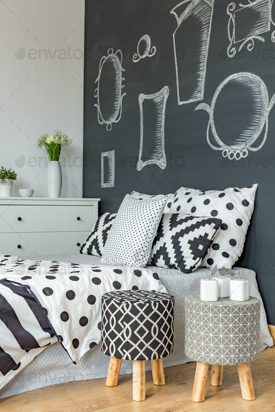 Coherent black and white decoration