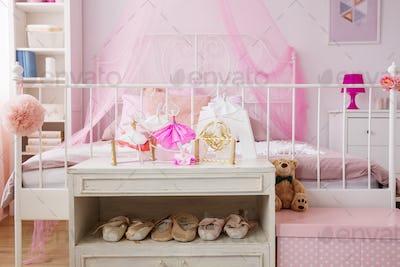 Dancing decorations in pink room