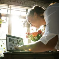 E-business flower shop marketing promote on social media