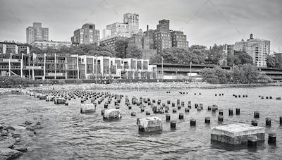 Brooklyn Heights waterfront, New York City, USA.