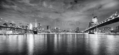 Brooklyn Bridge and Manhattan Bridge at night, New York.