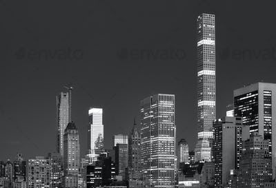 Black and white picture of New York skyline at night.