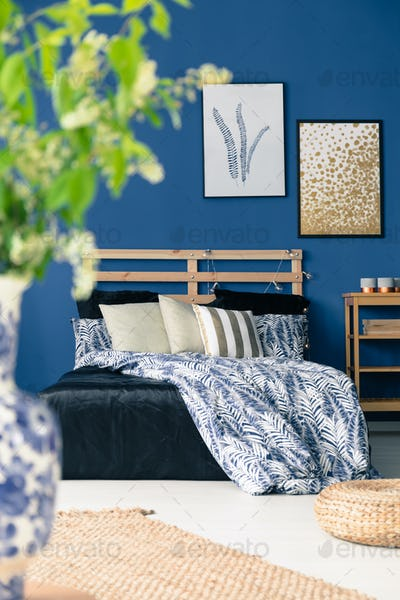 White and blue bedclothes