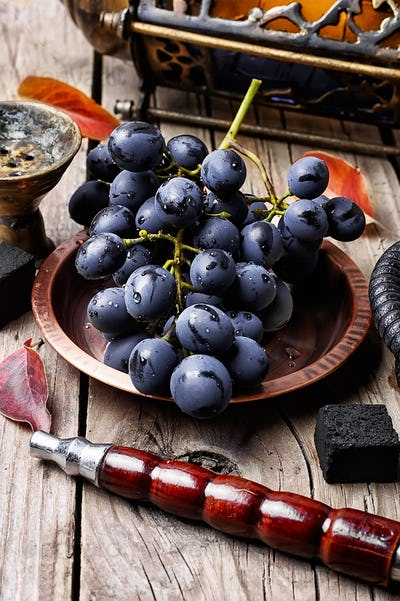 Hookah with the aroma grapes