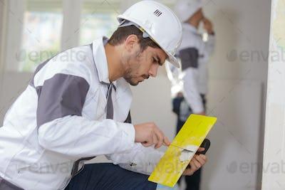 builder preparing a trowel