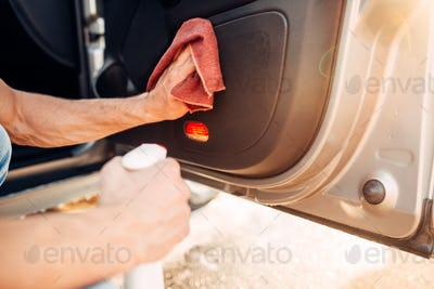 Male hands cleans auto