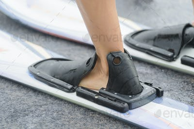 putting on water skis