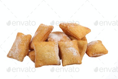 Sugar dusted confectioneries