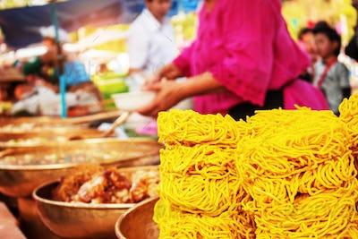 Crispy noodles in the market