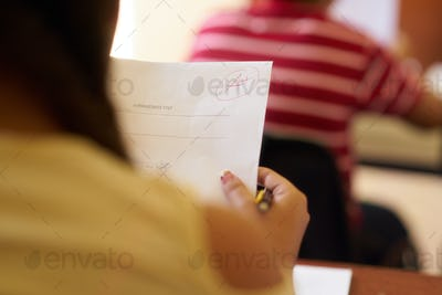 Papers With Good Grades For Smart Student At School
