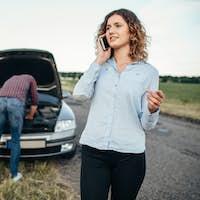 Woman calls to service, man repair broken car