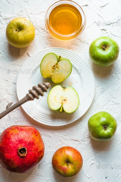 Pomegranate, apple in honey for the Jewish New Year