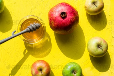Honey in a cup, pomegranate and apples for the Jewish New Year