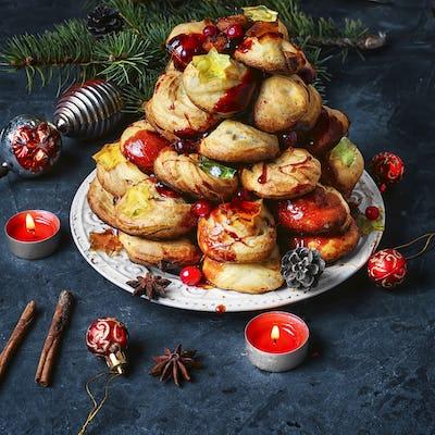 Christmas cake a croquembouche