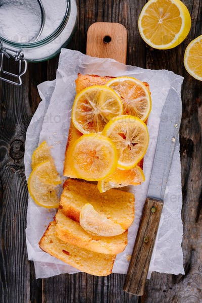 Lemon loaf cake with candied lemon slices.