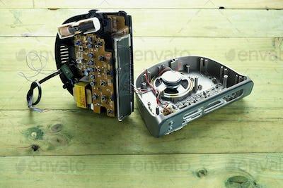 Broken clock Radio