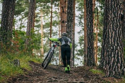 Women mountainbiker