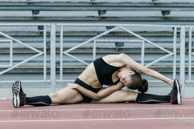 Girl athlete is doing splits