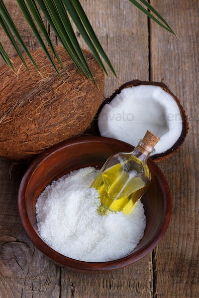 Coconut oil and flakes