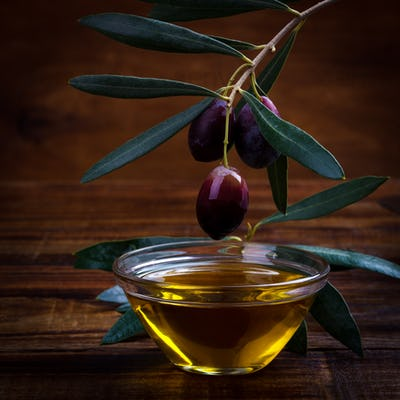 olive oil and purple olives