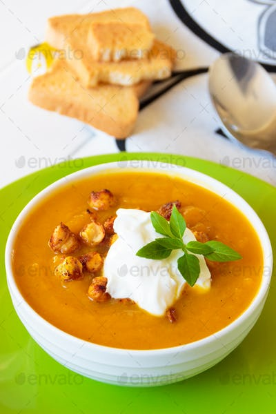 Carrot soup with cream and chickpeas