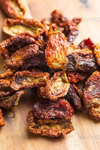 Dried sliced tomatoes.