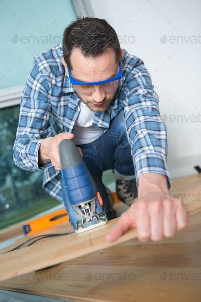 Man using electric jigsaw