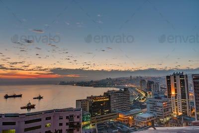 The bay of Valparaiso before sunrise