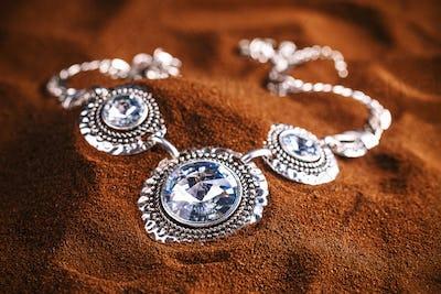 Metal feminine necklace