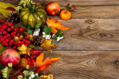 Thanksgiving background with green squash and autumn leaves, cop