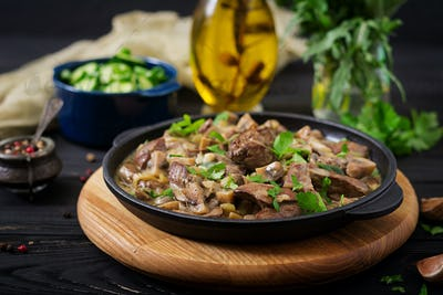 Stroganoff chicken liver with mushrooms and cream