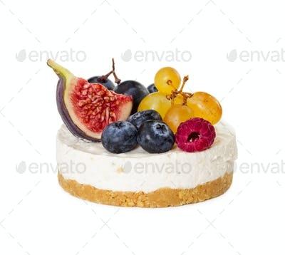 Cheesecake with figs, grapes, blueberries and raspberries