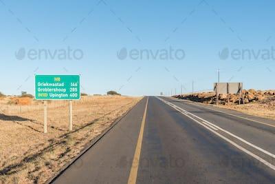 Distance road sign between Kimberley and Griekwastad