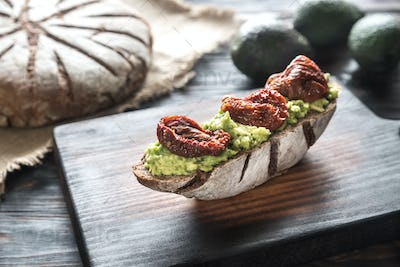 Sandwich with guacamole and sun-dried tomatoes