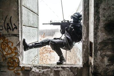 tactical rappeling