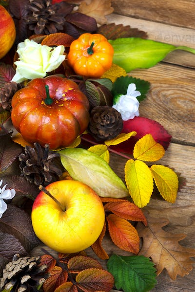 Thanksgiving decoration with apple, pumpkin and fall leaves