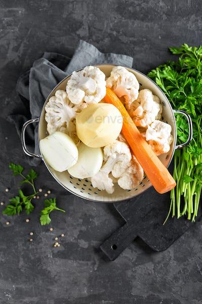 Raw peeled vegetables